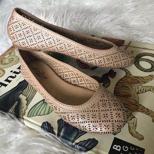 Lucky Brand rose gold leather ballet cutout flats